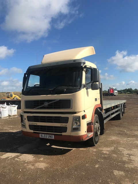 Volvo FM9 with Manitou fork lift brackets for sale